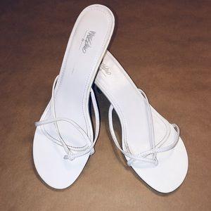 White MOSSIMO shoe size 8 1/2